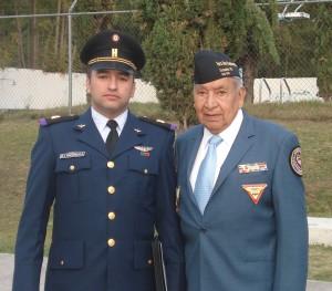 Tte. Omar Ignacio Provincia Santana y el Sgto. 1/o. Arm. Ret. Fortino González Gudiño. Material propiedad de la AMV II GM.A.C.