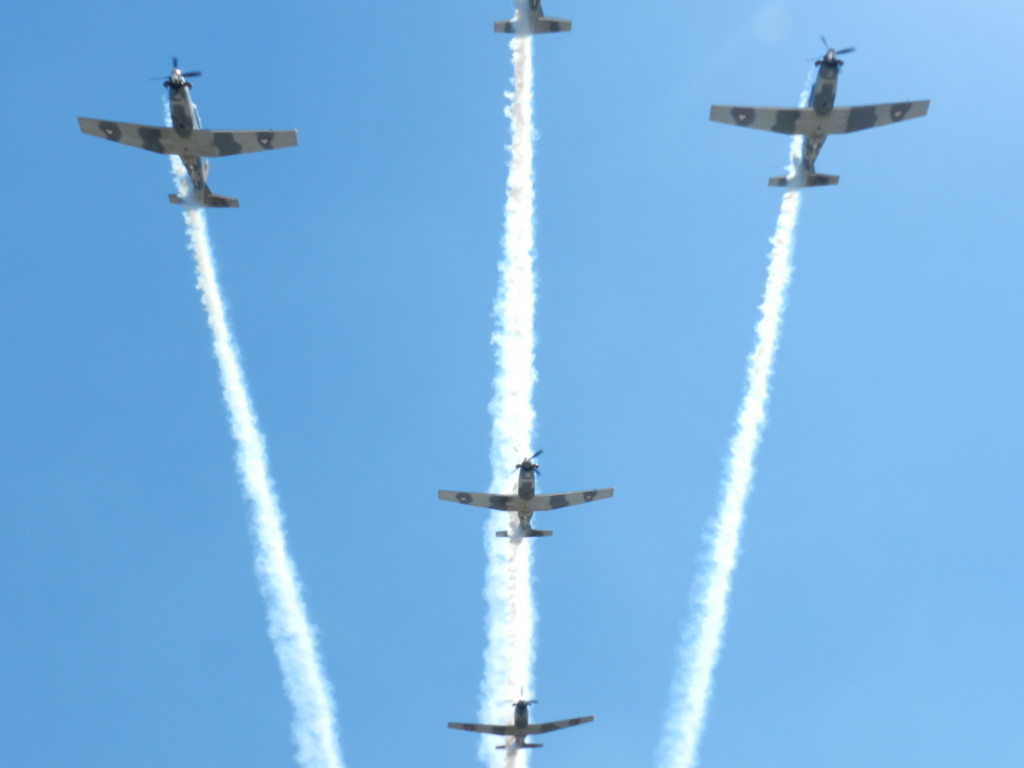 Aviones T-6C TEXAN II, durante su tabla acrobatica. Material propiedad de la AMV II GM.A.C.