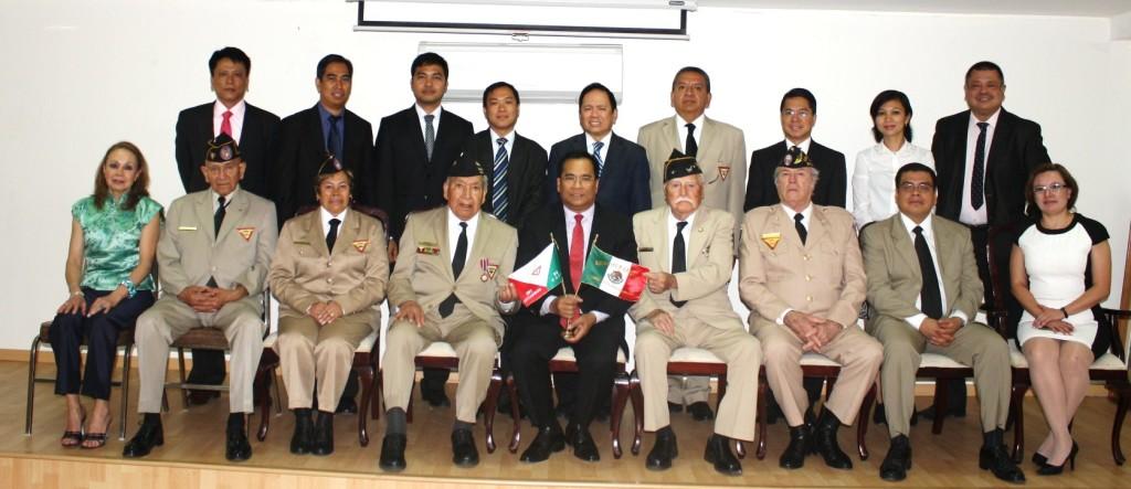 Miembros de la Asociación Mexicana de Veteranos de la II Guerra Mundial A.C. con el Embajador de Filipinas y sus Agregados.