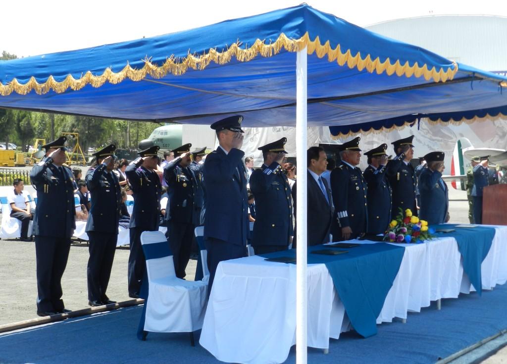 Ceremonia de Premiación por parte de Autoridades Militares de la FAM, Agregado Aereao de USA y Embajador de Filipinas.