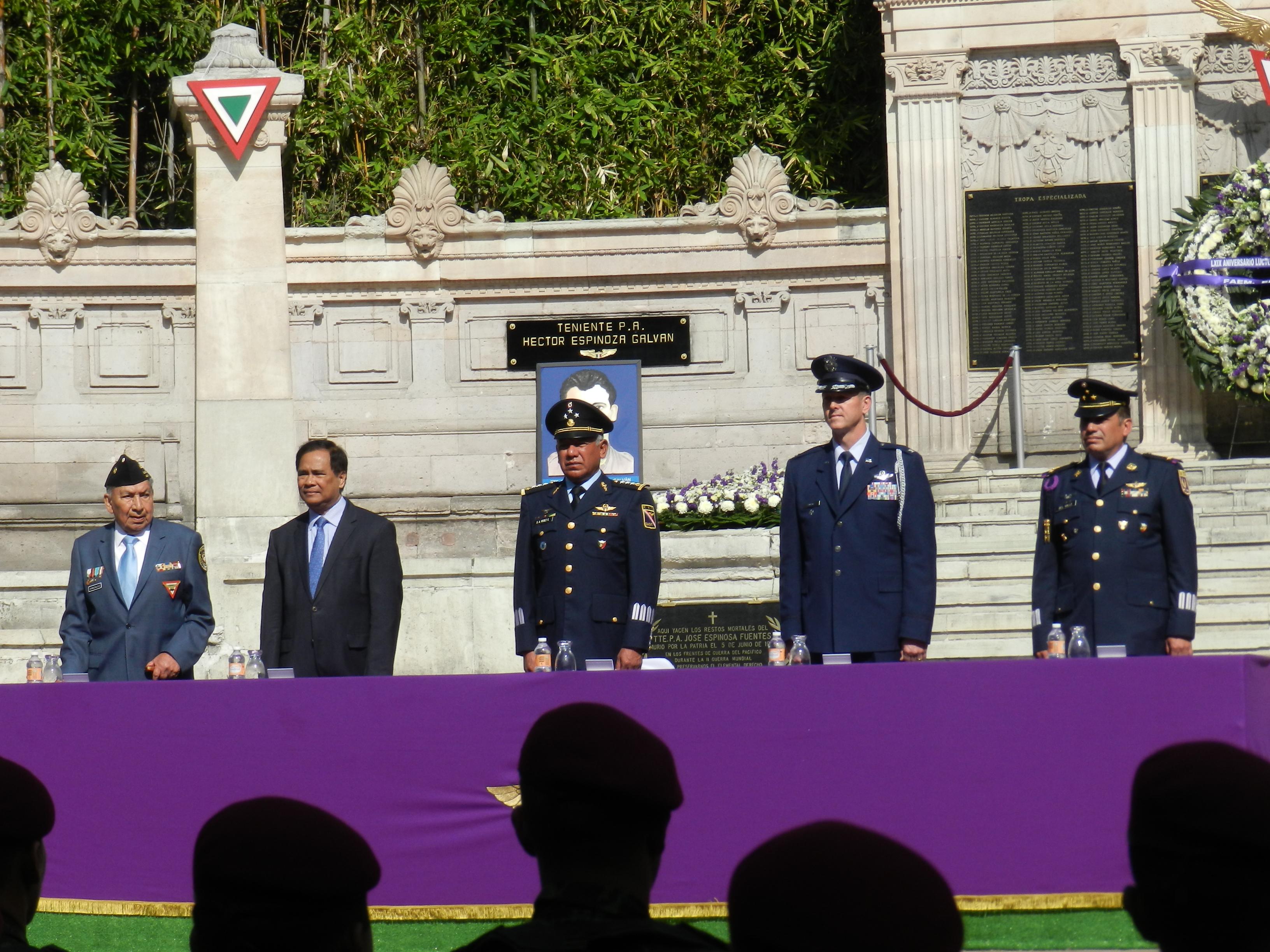 Presidio la Ceremonia en reprentación del Presidente de la Republica Lic. Enrique Peña Nieto,