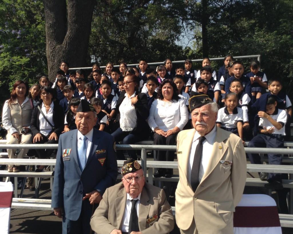 Veteranos de la FAEM Escuadrón 201 y alumnos de la Escuela Primaria Escuadrón 201 de Tepoztlán, Morelos que asistieron a la Ceremonia.