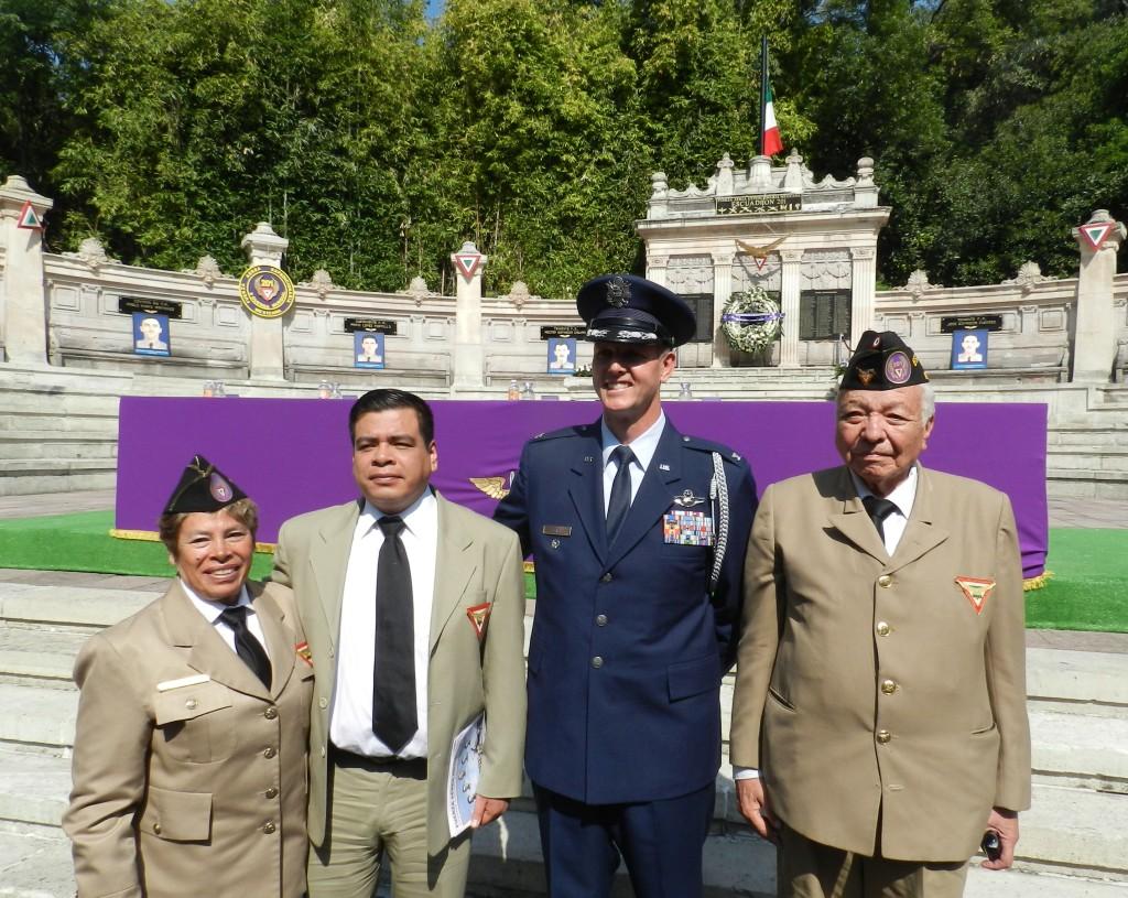 Miembros civiles de la AMV II GM.A.C. y Autoridades de los EUA.