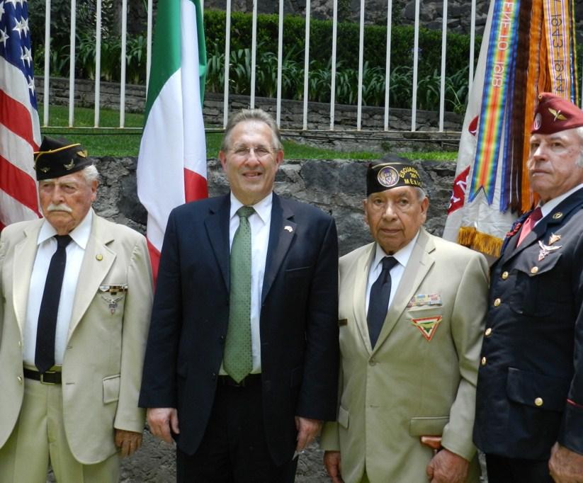 Sgto. 2/o. Int. Ret. Ernesto Martínez Trujillo, Embajador de los EUA Anthony Wayne, Sgto. 1/o. Arm. Ret. Fortino González Gudiño, Fermín Romano y Septiem.