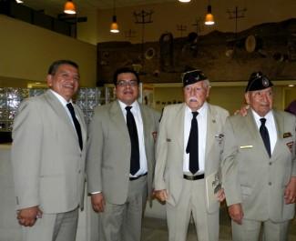 Veteranos y socios civiles al termino del evento de grabación.