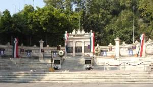 Monumento a las Aguilas Caidas.