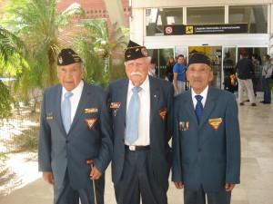 Veteranos invitados a su llegada al Aeropuerto Internacional Ángel Albino Corzo de Tuxtla Gutiérrez.