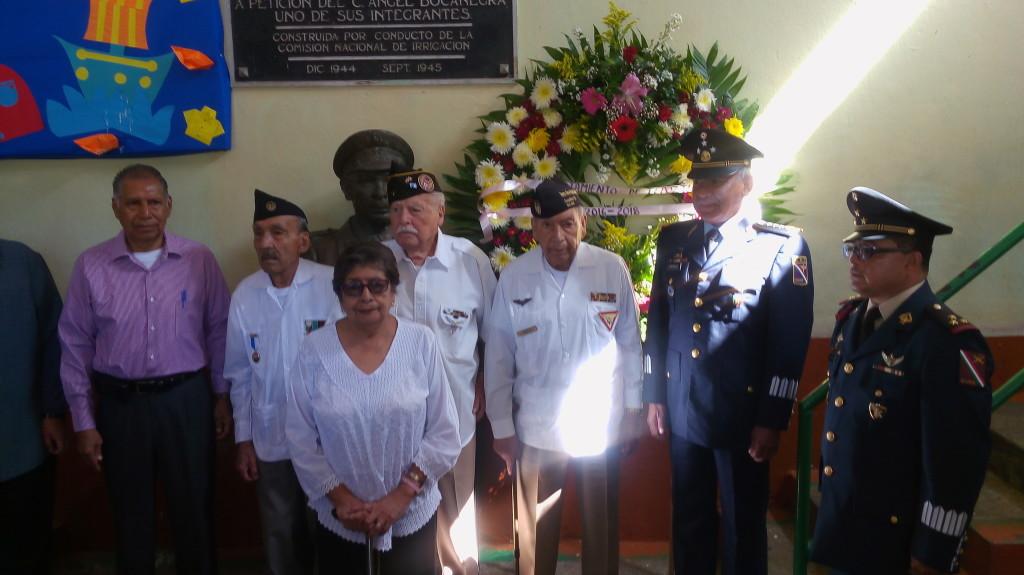 Guardia de Honor ante el busto del Sgto. 1/o. Ángel Bocanegra Del Castillo.